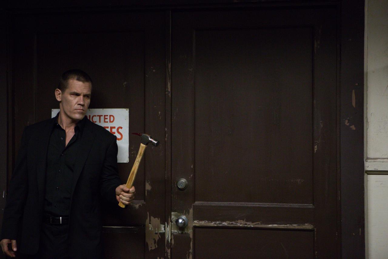 Josh Brolin hammer Oldboy
