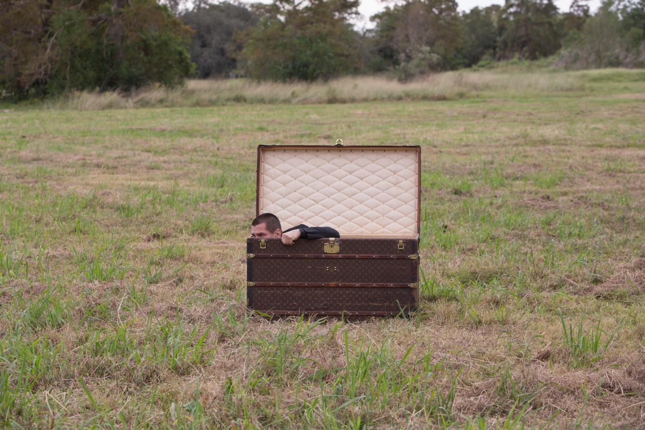Josh Brolin suitcase Oldboy