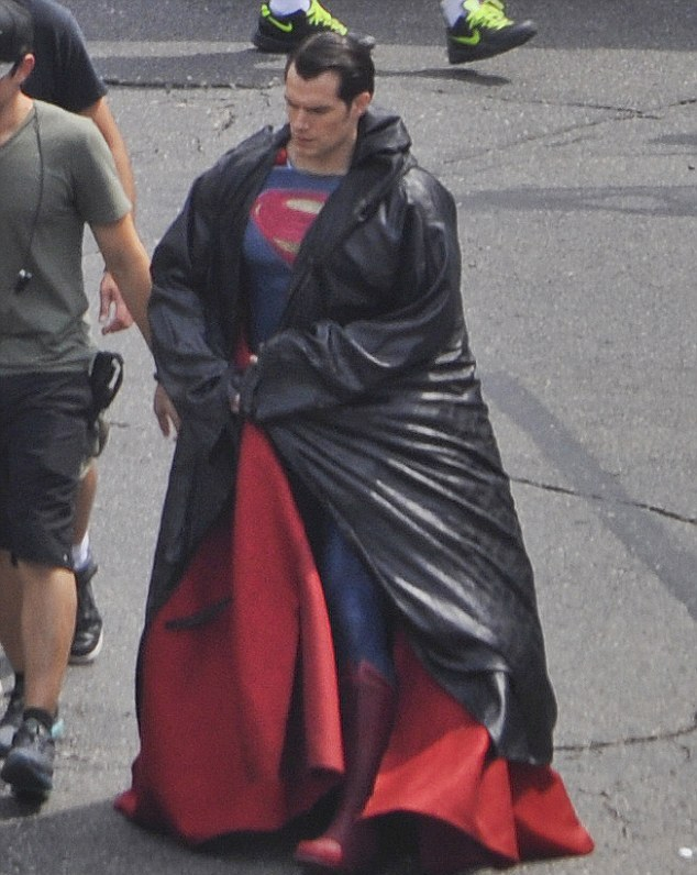 batman-v-supeman-henry-cavill-costume-1