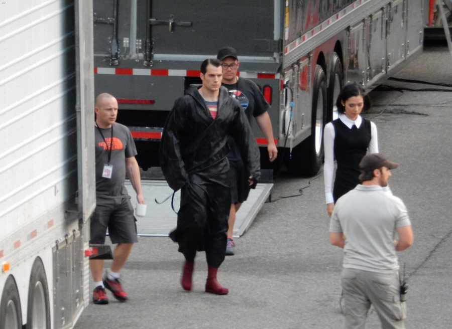 Batman v Superman: Holly Hunter and Tao Okamoto Spotted on Set