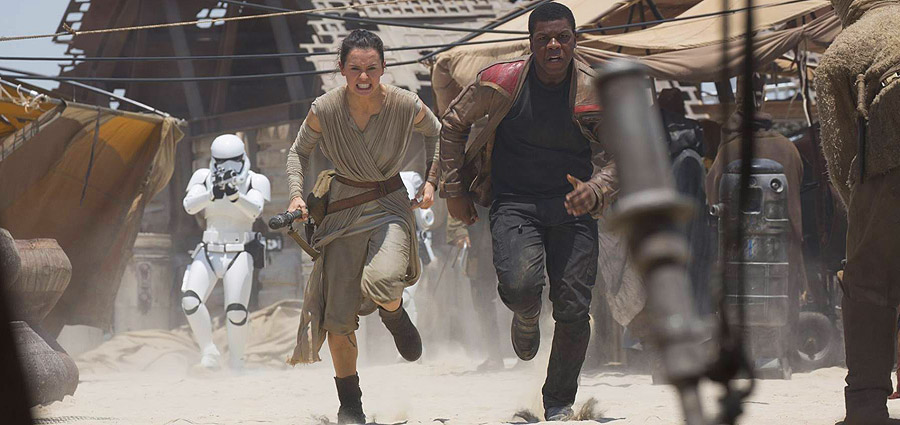 Star Wars: The Force Awakens 1st Reviews Hit Twitter Following LA Premiere