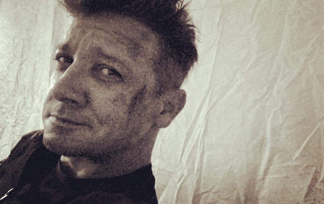 First Look Jeremy Renner as Hawkeye in Avengers: Infinity War 2